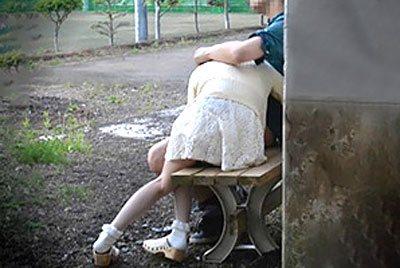 【盗撮】公園に居た雰囲気良さげなカップルを隠し撮りしてたらクッソエロぃのが撮れたwww